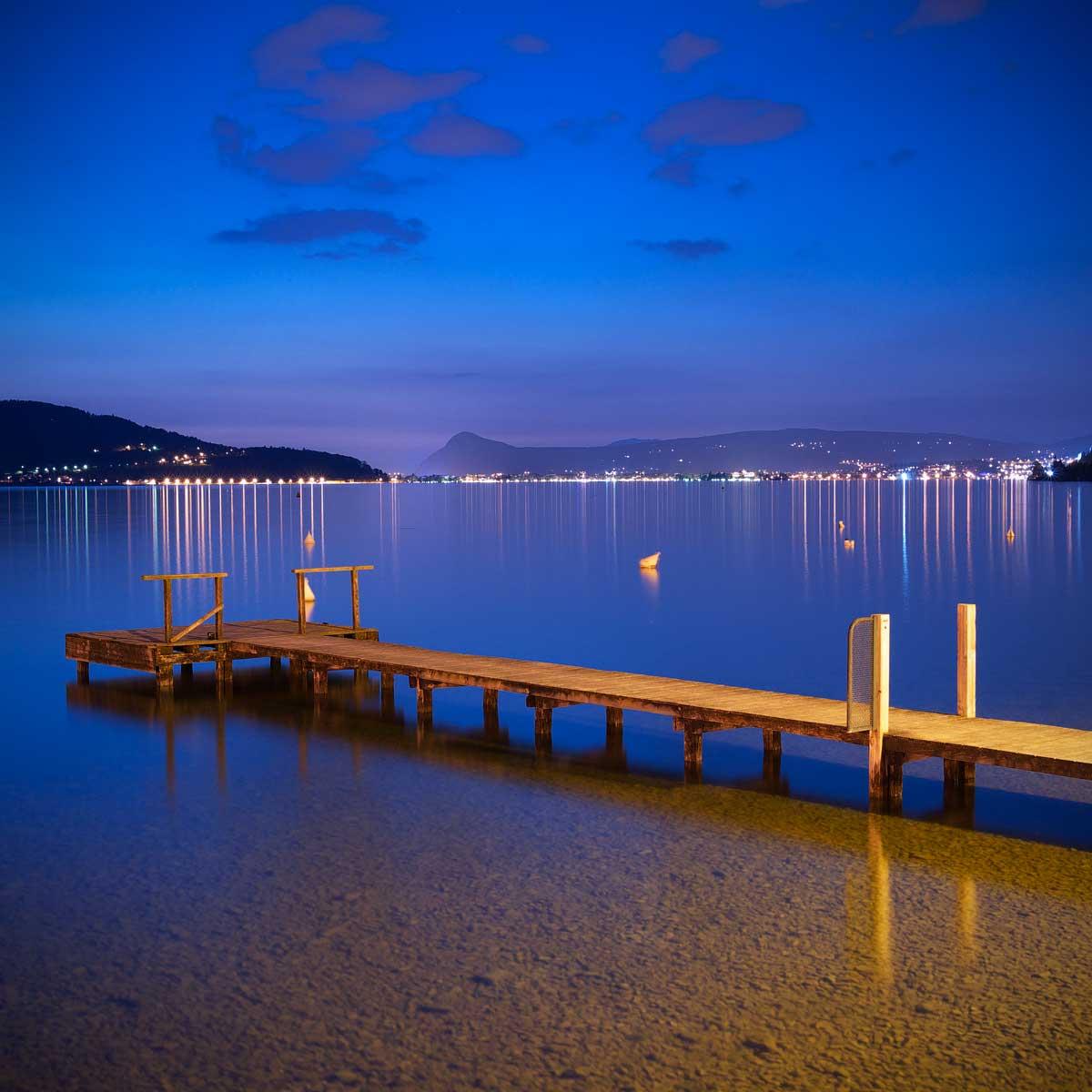 Ponton sur le lac d'Annecy à Talloires (Haute-Savoie)